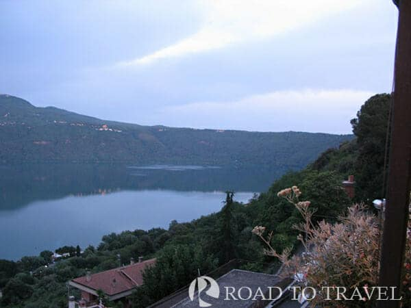 Lake Albano - Italy The small volcanic crater lake Albano, because of the depth of its waters and green forests that <br/>surround it offers the best enchanting views of the Castelli Romani tour. .