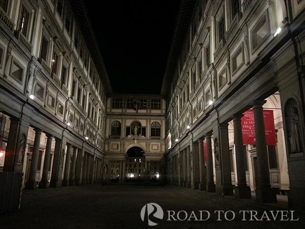 Uffizi Gallery Piazzale degli Uffizi by night with the unmistakable horseshoe shaped of the Uffizi Gallery building.