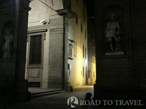 Via Lambertesca by night Via Lambertesca vrom the uffizi Gallery.