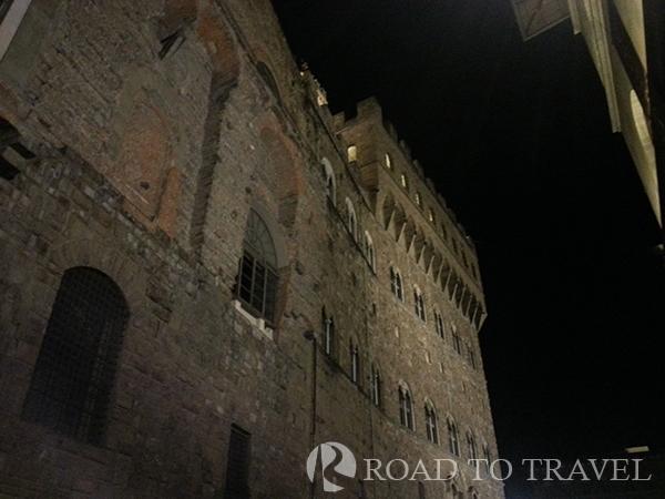 Palazzo Vecchio by night Palazzo Vecchio from via dei Gondi.