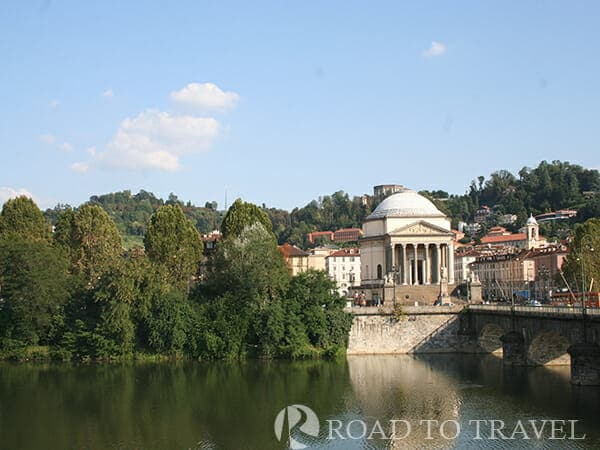 Fiume Po The River Po in Turin and the bridge Vittorio Emanuele. The Po is the longest river in Italy running through<br/> the northern part of the country from the Alps to the Adriatic Sea. Wide and navigable along its banks have been built many major cities of Italy such as:<br/> Turin, Piacenza, Cremona, Ferrara and Rovigo.