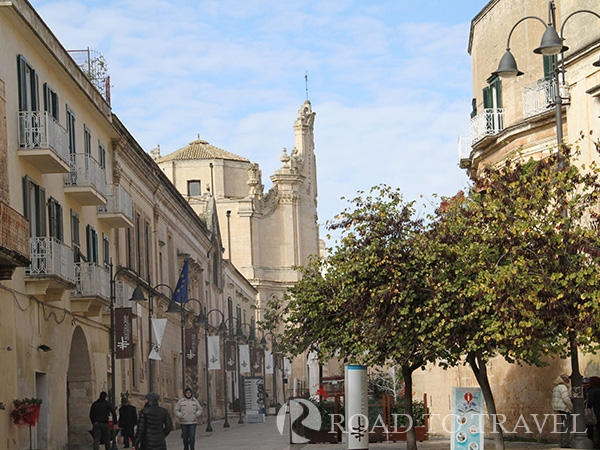 Matera - city centre Pedestrian zone leading towards the modern part of town.