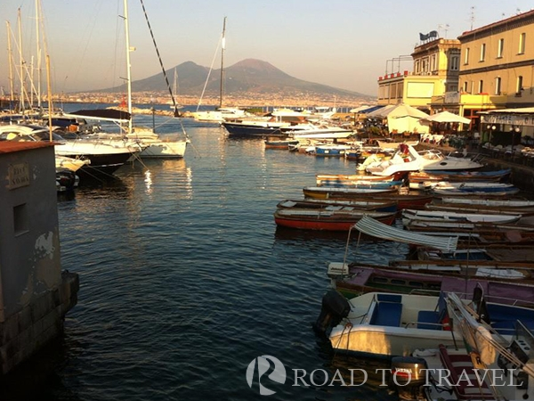 Borgo Marinari Borgo Marinari near Castel dell Ovo with its famous bar and restaurants.